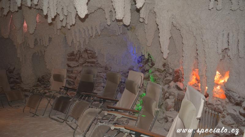 velká solná jeskyně s fontánkou pro 14 osob